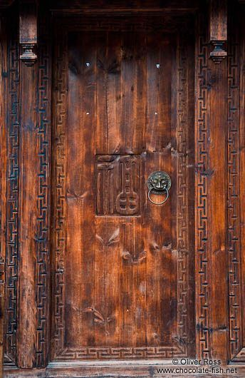 Old Chinese Doors China Yunnan Province Old Wooden Door In Lijiang Travel Artistic Wooden Doors Old Wooden Doors Asian Doors