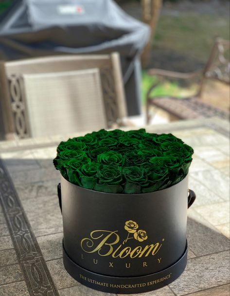💚 Bring something special to the bbq this summer. #BloomLuxury ##forestgreen #rosesthatlastayear #somethingspecial #luxurygift #summerbbq