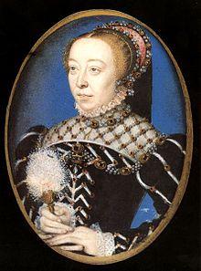 Catherine de Médicis (vers 1555). *Régente du royaume de France: 5 déc 1560-17 aout 1563 (2 ans, 8 mois et 12 jours), monarque: Charles IX. *Reine de France: 31 mars 1547-10 juillet 1559, couronnement 10 juin 1549 en la basilique St-Denis, monarque: Henri II. Maison de Médicis née le 13 avril 1519 à Florence, dècés le 5 janvier 1589 (à 69 ans) à Blois. Père: Laurent II de Médicis, Mère: Madeleine de la Tour d'Auvergne. Conjoint: Henri II de France.