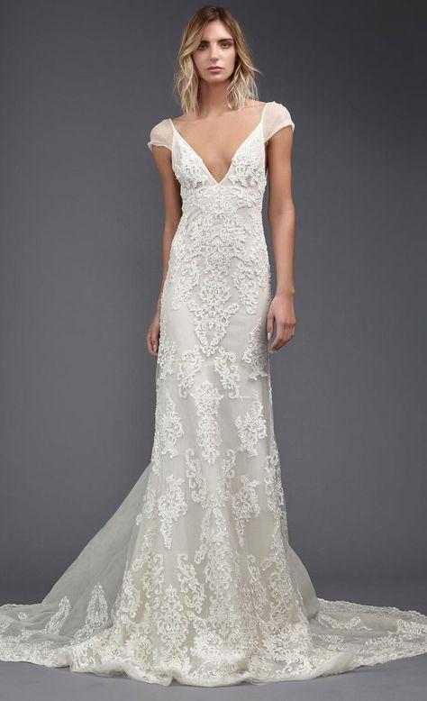 vestido de novia con cuello en V de victoria Kyriakides con detalles bordados de primavera / verano 2017