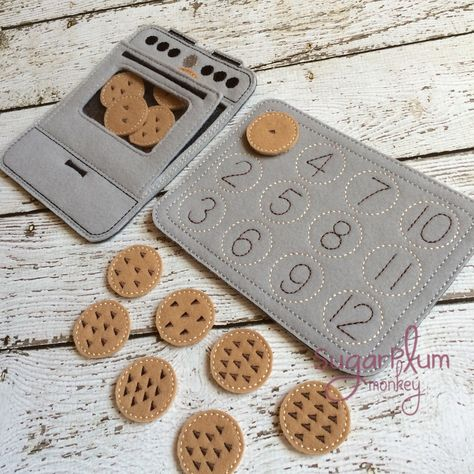 Cookie Number Match Set by SugarPlumMonkey on Etsy Toddler Learning Activities, Kindergarten Activities, Kids Learning, Diy Quiet Books, Baby Quiet Book, Baby Crafts, Felt Crafts, Diy For Kids, Crafts For Kids