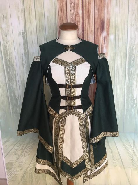 Celtic dress for larp fantasy Larp, Fantasy Gowns, Fantasy Outfits, Fantasy Clothes, Celtic Dress, Elvish Dress, King Outfit, Modelos Fashion, Fantasy Costumes