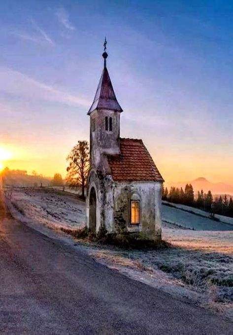 - A Place Where The Soul Rests - Abandoned Churches, Old Churches, Abandoned Places, Beautiful Buildings, Beautiful Places, Interesting Buildings, Beautiful Pictures, Old Country Churches, Church Architecture