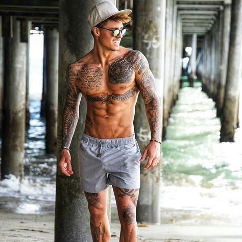 Amazing photo showing off the beauty of tattoos on this hunk of a man ❤❤💯🔥