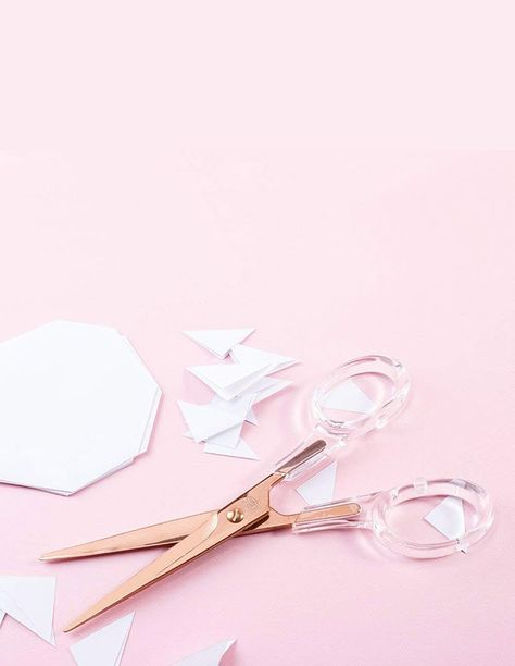 These Acrylic Rose Gold Scissors are some one of the cutest office supplies ever! #officesupplies #homeoffice #scissors