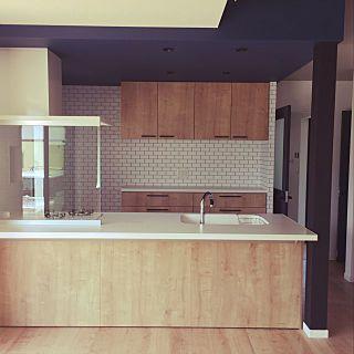 アレスタ ライトグレイン ネイビーの壁紙 壁紙 シンコール ライトグレイン キッチン などのインテリア実例 2018 05 15 13 30 40 Roomclip ルームクリップ アレスタ L型キッチン リビング キッチン