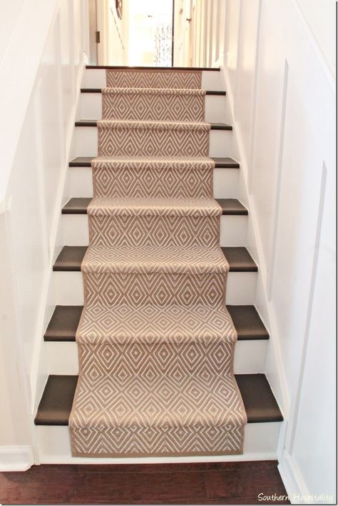 Love this carpet for the stairs...