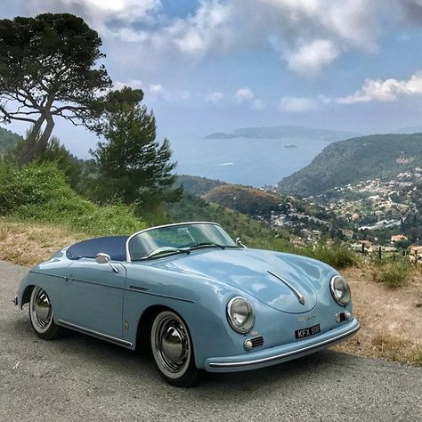 """TheClassicCarStyle on Instagram: """"Porsche 356 Speedster  By: @hiraniworld  #classiccar #cars #drivetastefully #classiccars #oldcar #vintagecar #oldtimer #youngtimer…"""" Pretty Cars, Cute Cars, Volkswagen Beetles, Volkswagen Bus, Vw Camper, Motos Retro, Porsche 356 Speedster, Butterfly Dragon, Monarch Butterfly"""