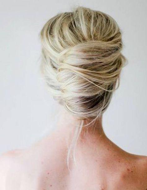 Le chignon sophistiqué - 20 coiffures à faire entre deux shampoings - Elle