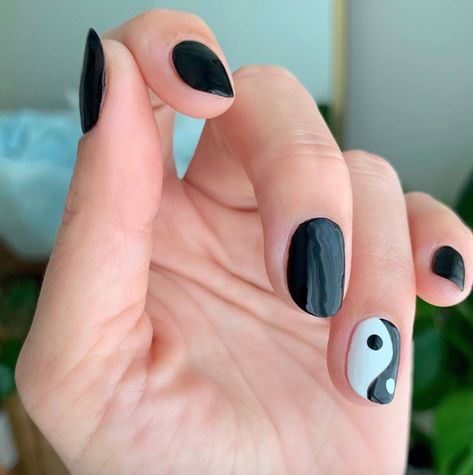 It can be hard to find nail art for short nails, but we rounded up the best ideas, including French manicures, mismatched polish, and confetti. Cute Short Nails, Short Gel Nails, Short Nails Art, Trendy Nails, Cute Nails, Diy Nail Designs, Short Nail Designs, Colorful Nail Designs, Colorful Nails