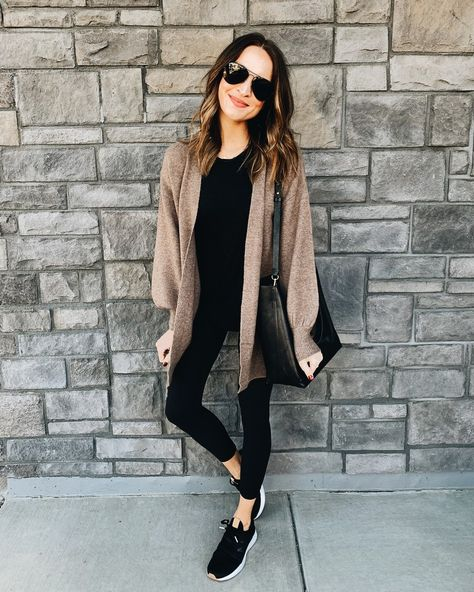 comfy athleisure basics in the softest cardigan comode basi athleisure nel cardigan più morbido comfy outfit