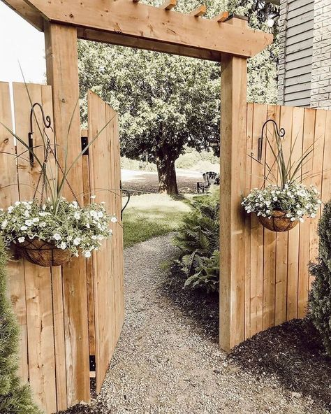 DIY Garden Gates Projects DIY Garden Gates Projects The perennial lawn is one method to beat the need to redo your garden every year and does have a tendency to decrease Backyard Gates, Backyard Landscaping, Fenced In Backyard Ideas, Fenced Garden, Landscaping Along Fence, Garden Gates And Fencing, Fence Gates, Backyard Privacy, Garden Arbor