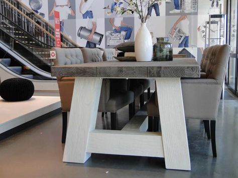 Robuuste kloostertafel malin met wit onderstel robuuste tafels