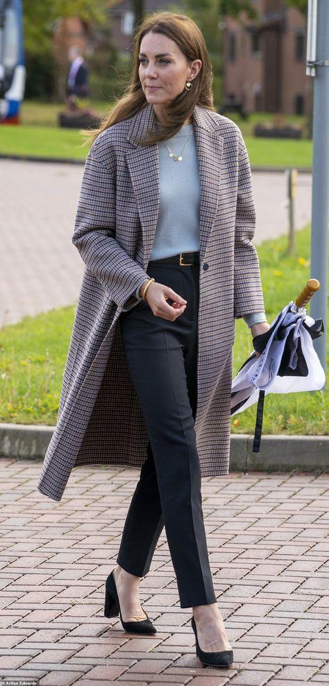 Kate Middleton Outfits, Looks Kate Middleton, Estilo Kate Middleton, Kate Middleton Fashion, Casual Kate Middleton, Kate Middleton Makeup, Kate Middleton Family, Kate Middleton Queen, The Duchess