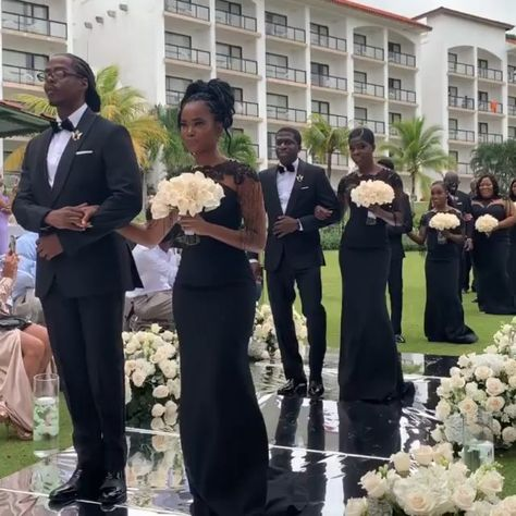 We help you choose from decades of amazing African American music to form the perfect playlist with our top 15 black wedding songs. Wedding Dance Video, Wedding Playlist, Wedding Music, Wedding Videos, Wedding Photos, Wedding Goals, Dream Wedding, Black People Weddings, Haitian Wedding