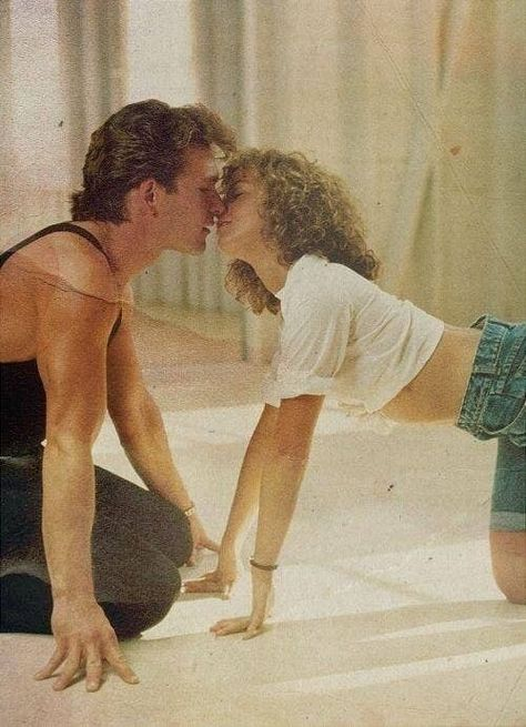 Patrick Swayze and Jennifer Grey in Dirty Dancing, 1987 Iconic Movies, Old Movies, Vintage Movies, Aesthetic Movies, Aesthetic Pictures, Film Anime, Jennifer Grey, Patrick Swayze, I Movie