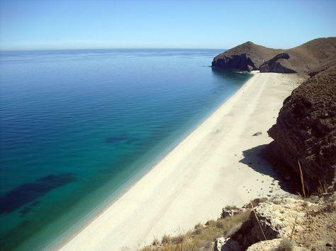 Los 12 Rincones Más Bonitos De La Costa De Almería Donde Apostarse Frente Al Mar 12 Al Almería En 2020 Costa De Almeria Cabo De Gata Almeria Playa De Los Muertos
