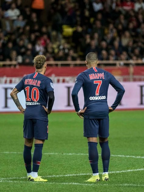 MONACO - NOVEMBER 11: Neymar da Silva and Kyllian Mbappé  during the Ligue 1 match between AS Monaco and Paris Saint-Germain at Stade Louis II on November 11, 2018 in Monaco, Monaco.  (Photo by Arnold Jerocki/Getty Images)