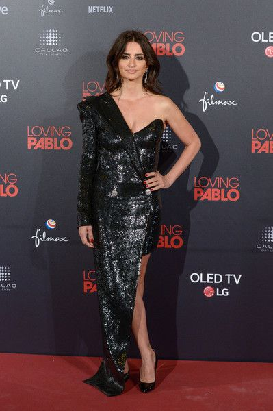 Penelope Cruz attends the 'Loving Pablo' Madrid Premiere.