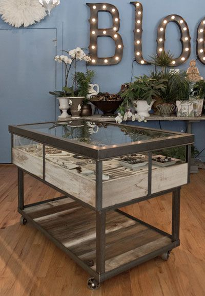 25 Best Ideas About Display Cases On Pinterest Retail Display