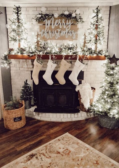 2019 Christmas Decoration Ideas For The Home; Indoor & Outdoor - VCDiy Decor And More decor ideas christmas 2019 Christmas Decoration Ideas For The Home; Indoor & Outdoor - VCDiy Decor And Decoration Christmas, Farmhouse Christmas Decor, Christmas Mantels, Noel Christmas, Xmas Decorations, Christmas 2019, Christmas Fireplace Decorations, Fireplace Ideas, Apartment Christmas Decorations