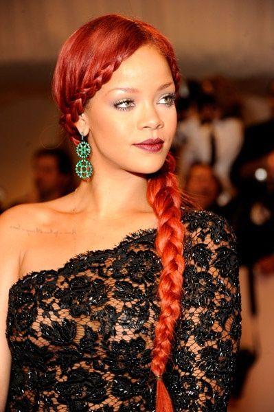 Rihanna Rote Haare Ich Schwore Sie Konnte Einen Mullsack Tragen Und Sieht Immer Noch Gorgeu Aus Cool Braid Hairstyles Braids For Black Hair Hair Styles
