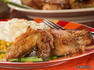 Baked Crispy Chicken: It's fried chicken without a fryer! This easy chicken recipe is great for dinner, your next potluck, or a nice picnic. Plus, it's a healthy alternative. Yum!