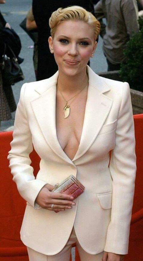 Scarlett Johansson Style, Fashion & Looks