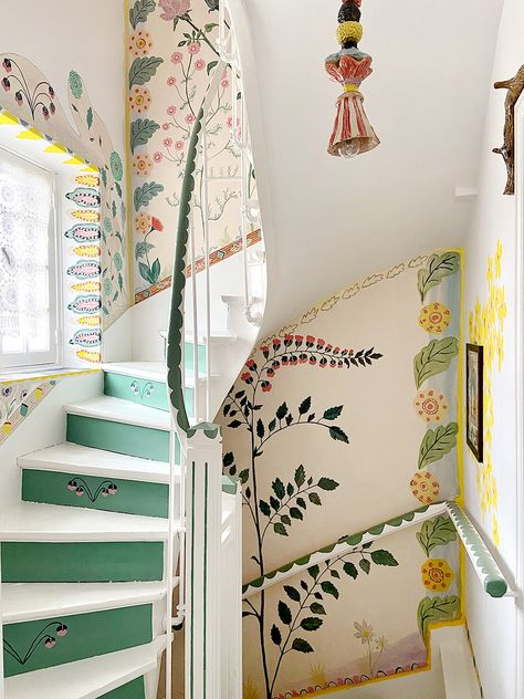 Home Interior Hallway painted staircase ideas.Home Interior Hallway painted staircase ideas Painted Staircases, Deco Originale, World Of Interiors, Decoration Design, French Artists, Chinoiserie, Cheap Home Decor, My Dream Home, Interior And Exterior