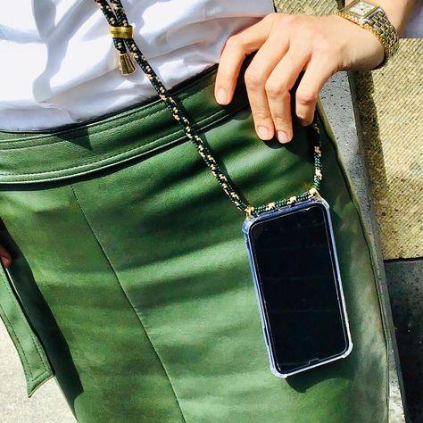 Keep your hands free 🙌🏻 - mit den iPhonehüllen von @xouxou - jetzt bei uns! ☀️😉 Habt einen sonnigen Tag!  ____________________________________________  xouxou  xouxouberlin  keepyourhandsfree  iphonecase  handsfree  handfree  alwaysbyyourside  crossbody  crossover  trend2019  phoneaccesories  phonecase  accessories  itpiece  vandorp  vandorp_bonn