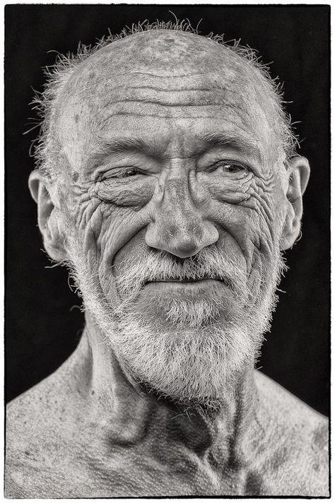 реалистичная старения фото два