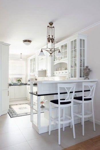Kuchnia W Stylu Angielskim Z Czarnymi Dodatkami Kamienne Blaty Podszafkowy Country Kitchen Designs Kitchen Design Kitchen Interior