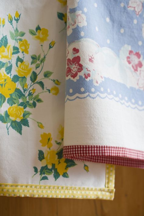 Make Your Own Dishtowels 2019 The Farm Chicks vintage tablecloths gingham or dotted fabric = lovely dishtowels. The post Make Your Own Dishtowels 2019 appeared first on Fabric Diy. Vintage Sheets, Vintage Fabrics, Vintage Linen, Vintage Tea, Vintage Stuff, Vintage Kitchen, Fabric Crafts, Sewing Crafts, Origami