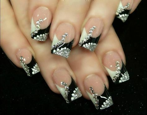 What Are the Latest Beauty Trends for 2014? ... Nail-Art-Designs-for-Christmas19 └▶ └▶ http://www.pouted.com/?p=31410