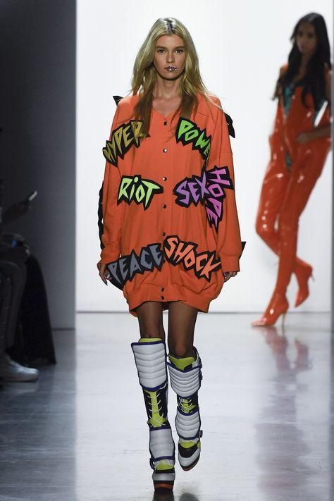 Jeremy Scott Spring 2019 Ready-to-Wear Fashion Show Collection: See the complete Jeremy Scott Spring 2019 Ready-to-Wear collection. Look 1
