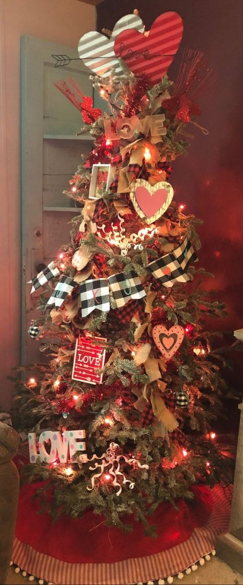 Transform Your Christmas Tree Into A Valentine's Tree with these tips and tricks. Transform Your Christmas Tree Into A Valentine's Tree with these tips and tricks. Live Christmas Trees, Christmas Tree Storage, Christmas Tree Themes, Holiday Tree, Christmas Tree Toppers, Xmas Tree, Holiday Fun, Primitive Christmas Tree, Christmas Door
