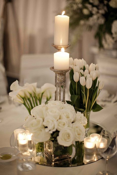 Pure White Hochzeit Dekor Idee 60 Simple & Elegant All White Wedding Color Ideas Table Decoration Wedding, Spring Wedding Centerpieces, White Wedding Decorations, Wedding Tulips, Quinceanera Centerpieces, White Wedding Flowers, Calla Lillies Wedding, Wedding Reception Flowers, Bridal Flowers