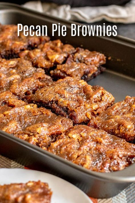 Pecan Pie Brownies are an amazing Thanksgiving dessert recipe that combines two . - Gesundes Essen Pecan Pie Brownies are an amazing Thanksgiving dessert recipe that combines two . Pumpkin Recipes, Cookie Recipes, Fall Recipes, Pie Recipes, Yummy Recipes, Recipies, Baking Recipes, Healthy Recipes, Simple Recipes