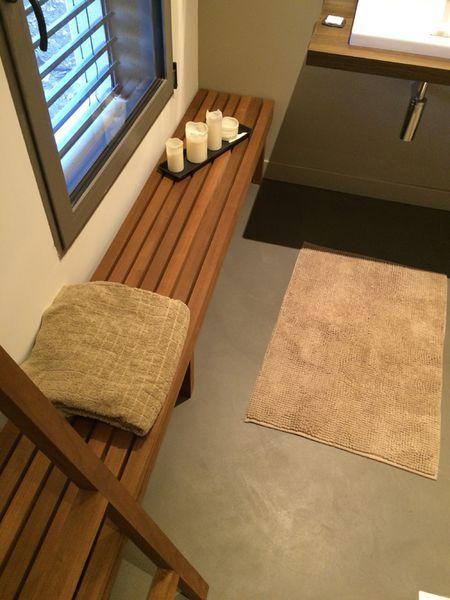banc de salle de bain en bois realise