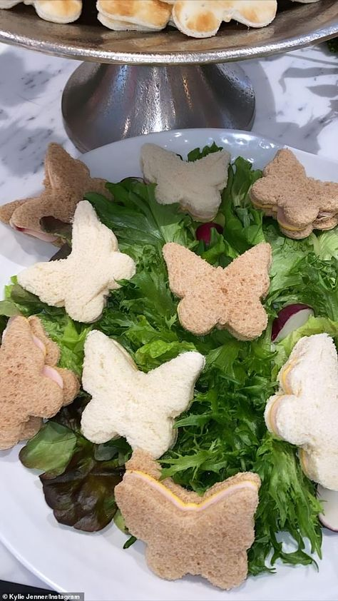 Ham and cheese! And there was plenty of food for the guests, complete with sandwiches cut into butterfly shapes Butterfly 1st Birthday, Butterfly Garden Party, Butterfly Birthday Party, Butterfly Baby Shower, Fairy Birthday Party, Birthday Party Decorations, Butterfly Party Decorations, 4th Birthday, Princess Party Decorations