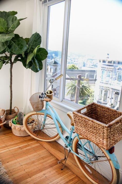 Sharing photos of our San Francisco apartment and sourcing where all the items in our place are from! Cruiser Bike Accessories, Cool Bike Accessories, Velo Vintage, Vintage Bicycles, Velo Beach Cruiser, Beach Cruisers, Cruiser Bicycle, San Francisco Apartment, Bicycle Basket
