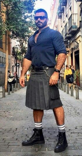 Guys, stop wearing kilts unless you live in Scotland. If you're in the US wearing a kilt you just look like a white power racist asshole and it's not worth that just to have some air on your balls. Scotland Men, Scottish Man, Men In Kilts, Kilt Men, Bear Men, Hommes Sexy, Hairy Men, Good Looking Men, Bearded Men