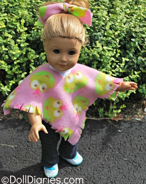 Play Day 93 – Easy No Sew Fleece Poncho for Dolls Love this easy No Sew Fleece Poncho for Dolls. Perfect for left over fabric!Love this easy No Sew Fleece Poncho for Dolls. Perfect for left over fabric! Sewing Doll Clothes, Sewing Dolls, Girl Doll Clothes, Doll Clothes Patterns, Girl Dolls, Diy Clothes, Doll Patterns, Ag Dolls, Sewing Box