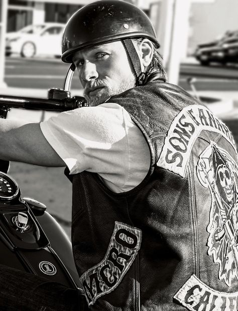 charlie hunnam from sons of anarchy | Sons of anarchy ...