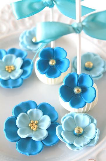 Pretty cake pops by Ditzie Cakes.
