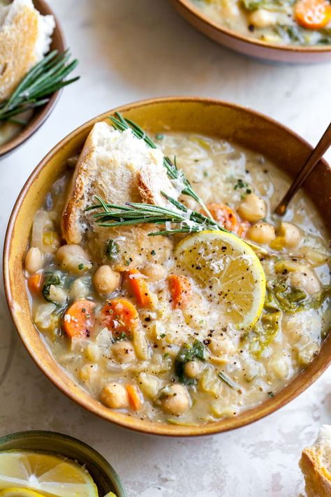 Nourishing White Bean and Lemon Soup is a vegetarian meal ready in 40 minutes. A one-pot meal perfect for make-ahead lunches or easy weeknight dinner. # Nourishing White Bean and Lemon Soup Bean Soup Recipes, Vegetarian Recipes, Healthy Recipes, Chili Recipes, Healthy Vegetarian Meals, Healthy Filling Meals, Best Lunch Recipes, Vegetarian Sandwiches, Going Vegetarian