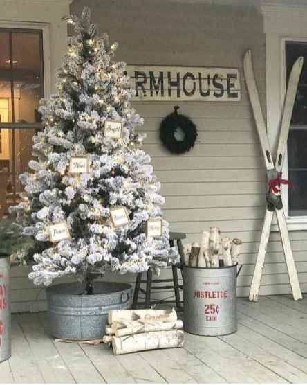 60 Farmhouse Christmas Decorating Ideas On A Budget With Images Diy Christmas Decorations Easy Easy Christmas Diy Christmas Decorations Diy Outdoor