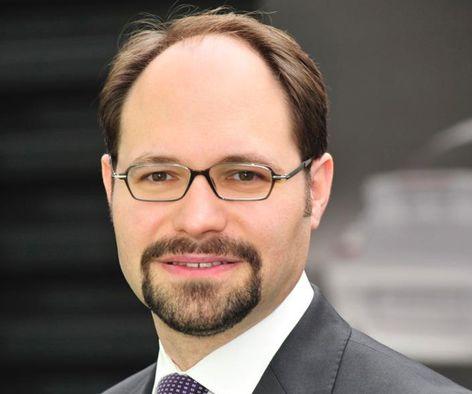 Beförderung # 2: Dr. Josef Arweck wird Leiter Porsche-Kommunikation - Blogomotive