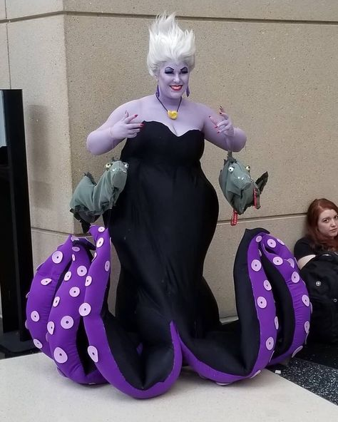 Ursula Halloween Wigs Just in time for Halloween, I've got a DIY step by step tutorial that takes you into the Disney Villain Ursula the Sea Witch from The Little Mermaid! I cover Halloween Costumes