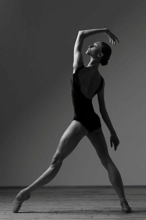 Olga Smirnova Bolshoi Ballet - Photographer Darian Volkova for World of Ballet Ballet Art, Ballet Dancers, Contemporary Ballet, Contemporary Dance Poses, Dance Photography Poses, Dance Photo Shoot, Paris Opera Ballet, Ballerina Project, Bolshoi Ballet